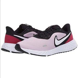 Woman's Nike Revolution 5